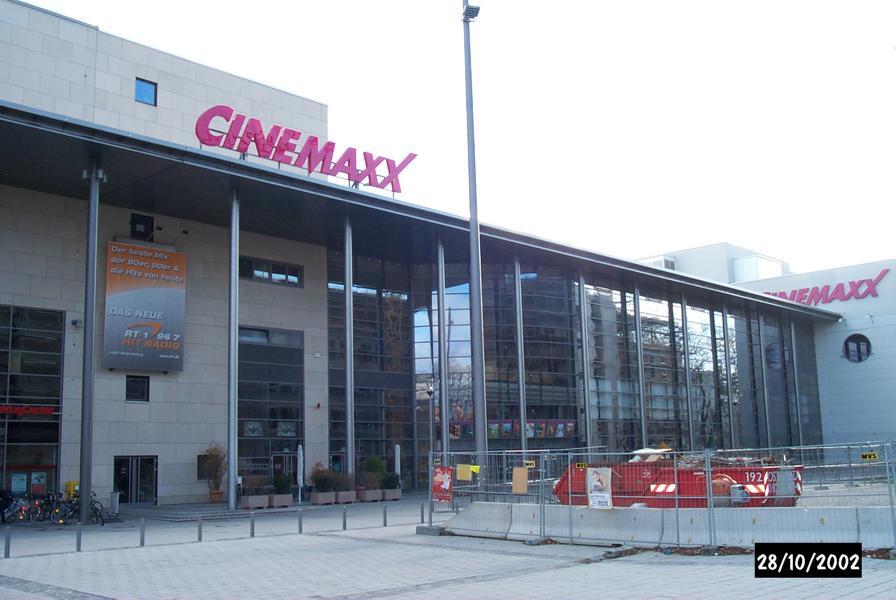 04_Beratung-zu-Plattenbelag-und-zu-Dehnfugen-im-Cinemaxx-Augsburg_Kino-von-außen