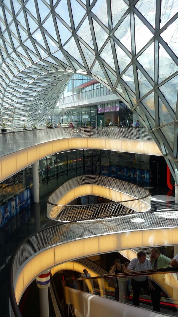 06_Beratung-zu-einem-Sichtestrich-im-Einkaufszentrum-MyZeil-Frankfurt-am-Main-_MyZeil-Frankfurt