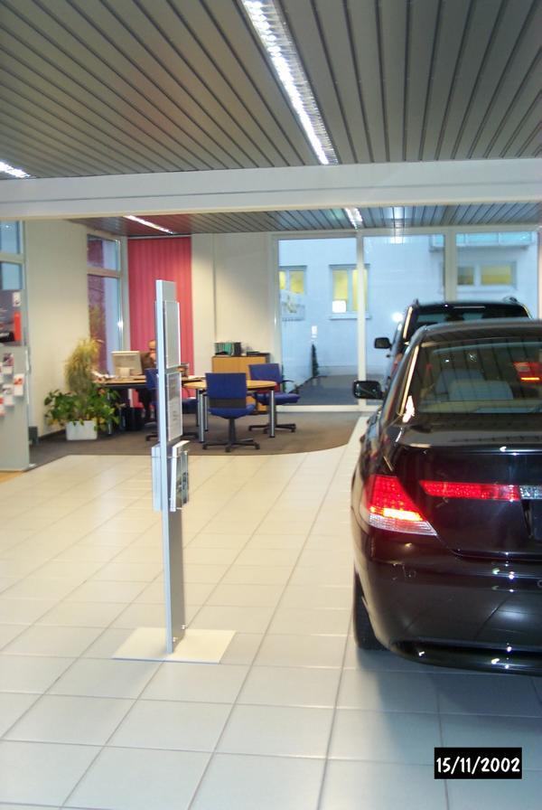 27_Ursachenermittlung-für-Rissbildung-in-den-Fliesen-im-Ausstellungsraum-eines-BMW-Autohauses_Ausstellungsraum-EG