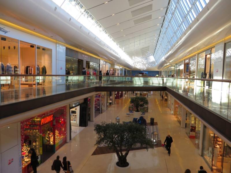 74_Gutachten-zur-Ablösung-eines-PVC-Designbelages-Einkaufszentrum-Marseille